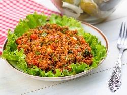 Късър (Kisir) - турска салата от булгур, маруля и зеленчуци - чушки, домати, краставици, пресен лук - снимка на рецептата